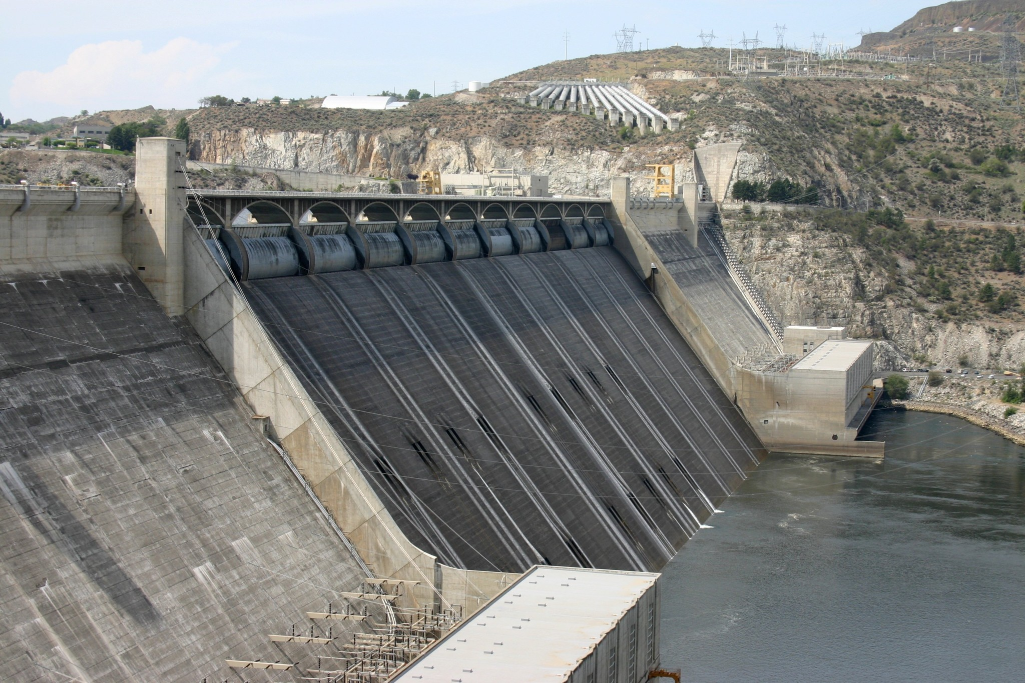 Grand_Coulee_Dam_spillway