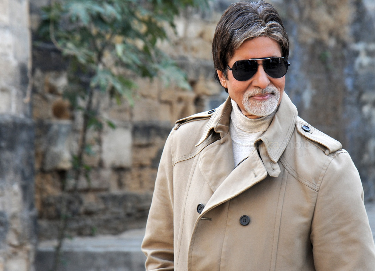 Amitabh Bachchan and 50 other honored with Padma Vibhushan award