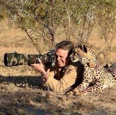 This is how real men shoot wild animals